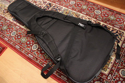 PRS_GIGBAG_Shoulder.jpg