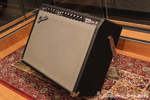 Fender_65Twin_Reverb_Side.jpg